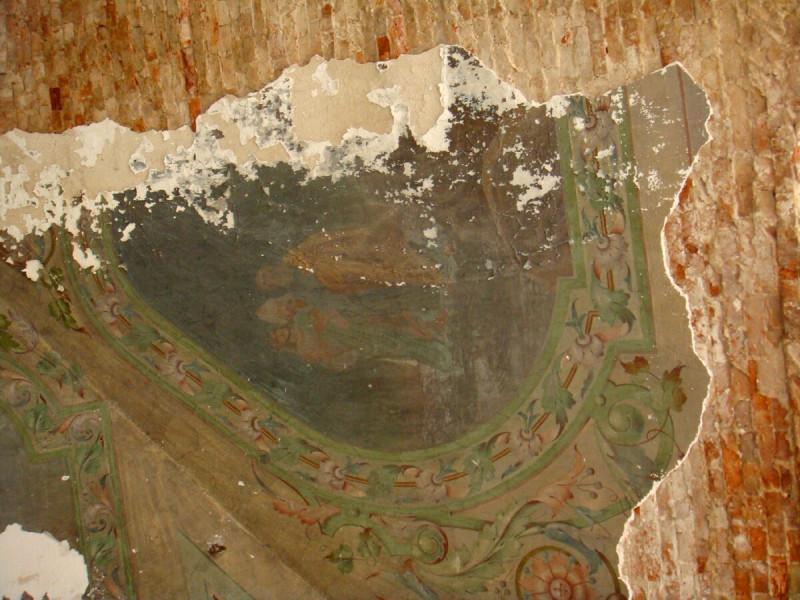 Остатки росписи в интерьере церкви Богоявления Господня (с.Рябиново, Кировская область)