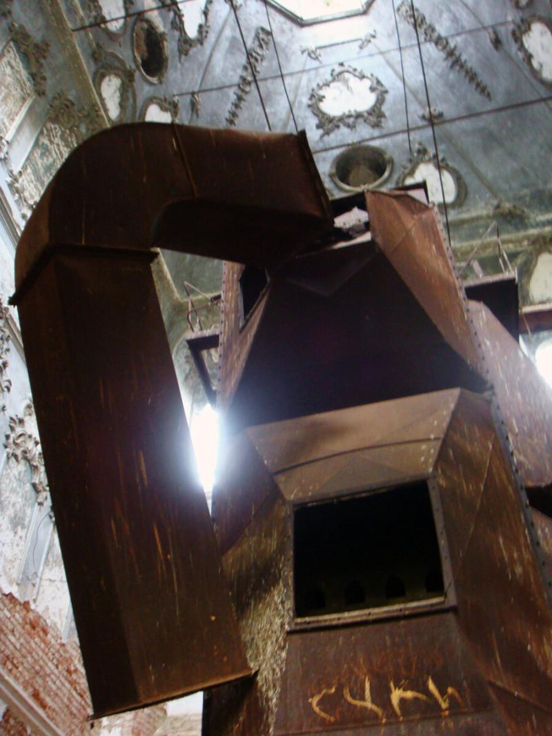 Зерносушилка в церкви Богоявления Господня (с.Рябиново, Кировская область)