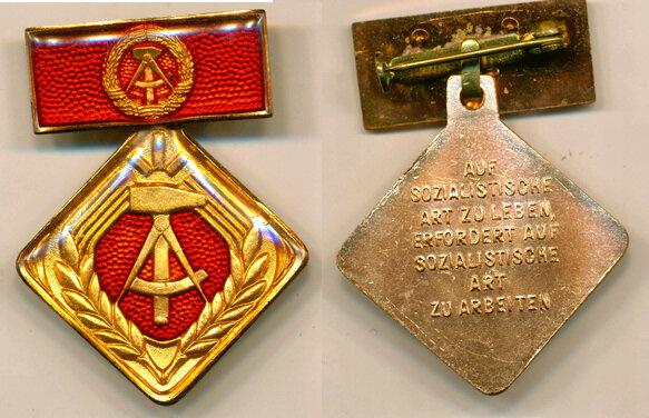 Почетный знак «Активист социалистического труда» учрежден в ГДР в 1969 году