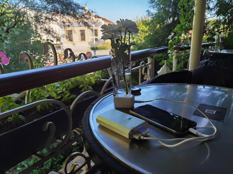 Могу работать и в кафе. Фото автора.