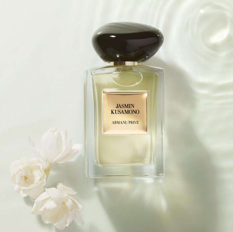 Чистый, прозрачный, свежий парфюм отлично подойдет для рабочей обстановки.