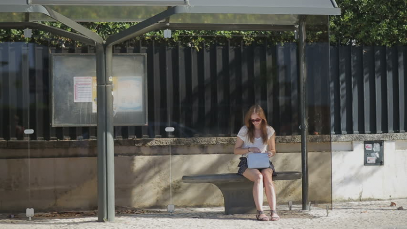 Источник: https://www.shutterstock.com/ru/video/clip-12315626-lonely-young-girl-waiting-bus-stop-smart?irclickid=QeARK5VkqxyOTotwUx0Mo3EAUkiW-SRqg2XZwY0&irgwc=1&pl=1194036-42119&utm_medium=Affiliate&utm_campaign=Yandex.Images&utm_source=1194036&utm_term=&c3ch=Affiliate&c3nid=IR-1194036