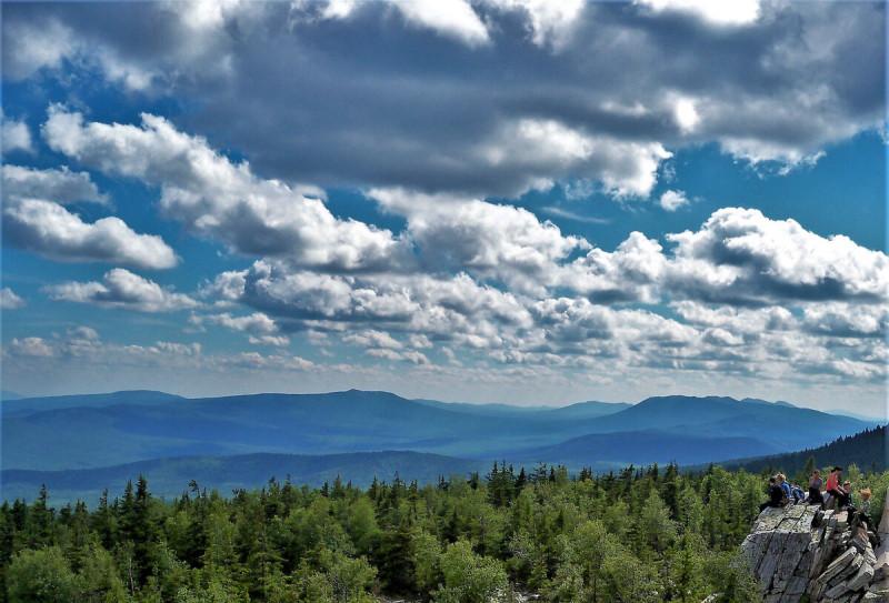 Наслаждаемся видами у Чертовых Ворот, что на горе Юрма, на Южном Урале