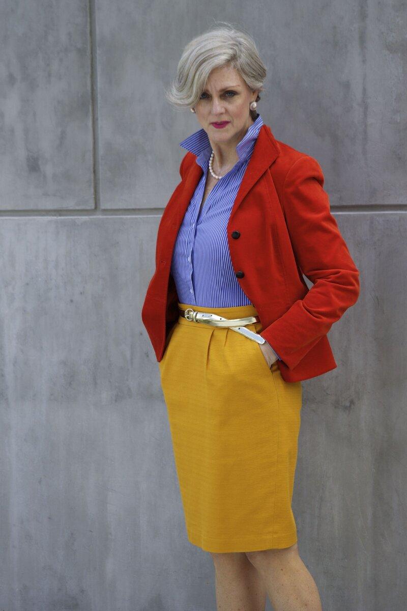 Пример, когда яркая одежда смотрится красиво и элегантно