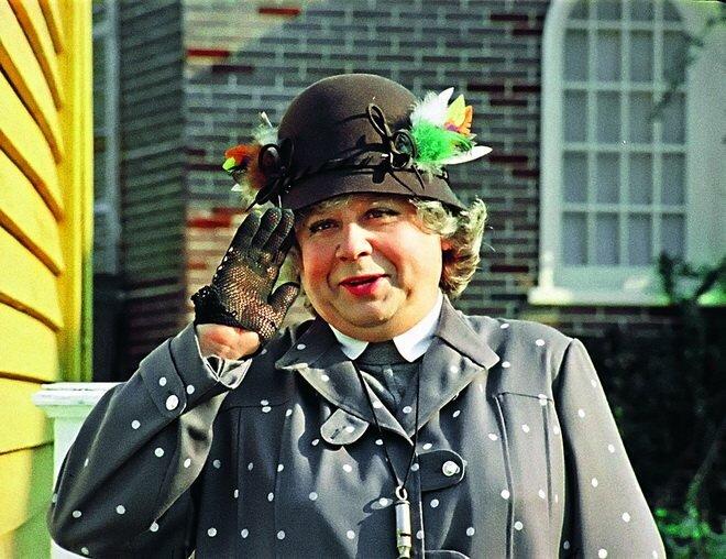 Знаю я одну даму, которая дико похожа на мисс Эндрю...просто близняшка!