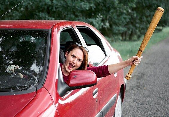 Женщина за рулем должна уметь защищаться от автохамов