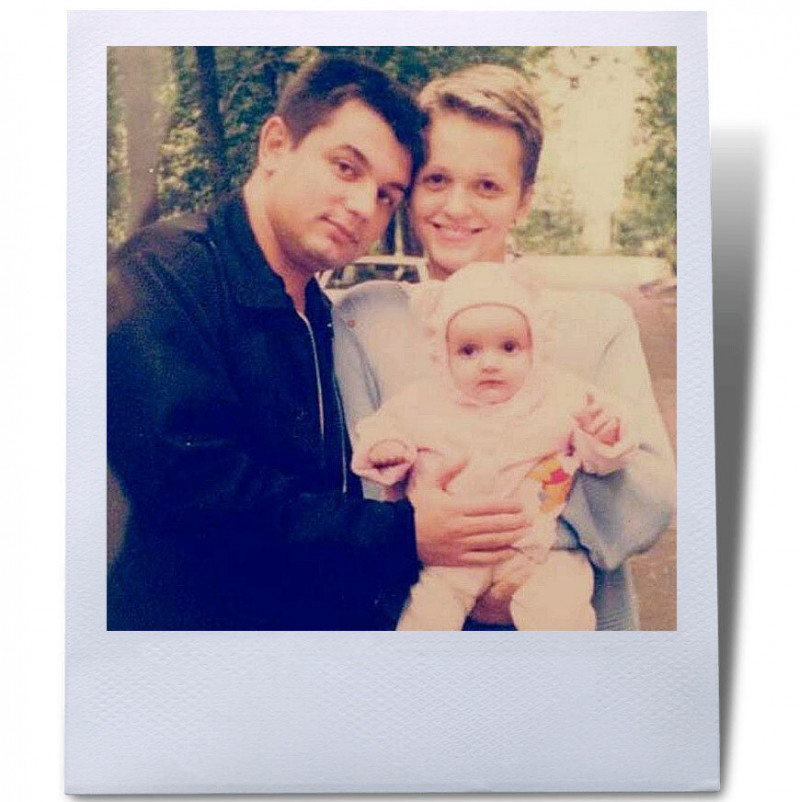 Источник: popbio.ru Слава с первым мужем и дочкой