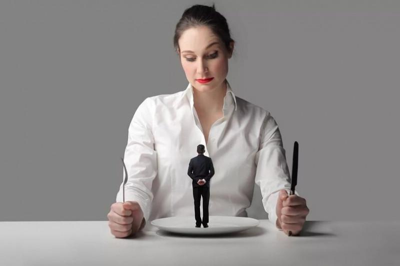 манипуляция -основное оружие женщины-нарцисса