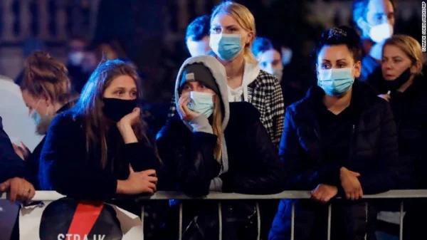 Жизнь польских женщин превратили в ад. Они массово протестуют