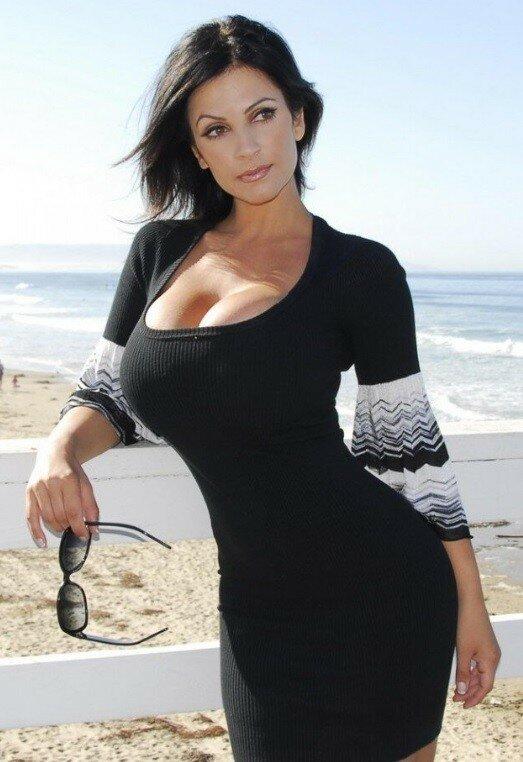 Чем женщины в 40+ привлекают молодых парней