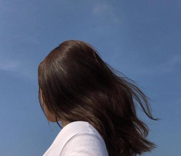 5 признаков женщины, которая скрывает низкую самооценку.