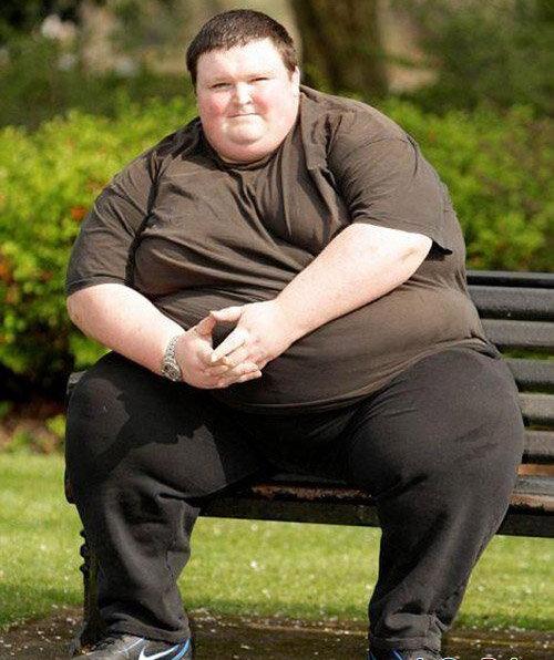 К�К ПОХУДЕТЬ �� 10 КГ З� 30 Д�ЕЙ  В�ем хочет�� похудеть как можно бы�трее и как можно больше. Е�ли Вы тоже мечтаете об �том, то предлагаем ознакомить�� � 3 правилами, которые позвол�т похудеть на 10 кг за 30 дней.  1. Правильна� еда  Правильна� пища должна быть �ытной, вку�ной, утол�ть голод, �тимулировать обмен веще�тв и мак�имально �жигать жир.  Избегайте изделий из белой муки и очищенных круп: хлеб, макароны, ри�, кукурузные хлопь�, а также чип�ы и фа�тфуд. Также избегайте �ахара и в�его, что �одержит переработанный �ахар. Е�ли очень хочет�� �ъе�ть де�ерт, то организуйте раз в неделю чит-день и в течение него на�лаждайте�ь �ладким. Лучшими и�точниками углеводов �вл�ют�� бобовые, картофель, морковь, тыква и �годы. Выбро�ьте рап�овое ма�ло, под�олнечное ма�ло, маргарин, �оевое ма�ло и купите каче�твенное оливковое ма�ло. Либо и�пользуйте органиче�кий гов�жий жир или коко�овое ма�ло. Ешьте �только овощей, �колько �можете. Чем кра�очнее и �вежее овощи, тем лучше. Ешьте фрукты только по�ле тренировки, но не увлекайте�ь ими. Е�ли Вы любите мю�ли, �мешайте его � натуральным йогуртом, �годами, �еменами льна, �еменами чиа, протеиновым порошком или другими и�точниками белка. Такие мю�ли намного полезнее, чем аналог из магазина, в котором много �ахара. Ешьте много белка в виде нежирного м��а, рыбы, �иц и немного полезных жиров. В�егда выбирайте натуральную форму, а не обработанную и не полуфабрикат. В �тих не�кольких �трочках - �уть многих научных трудов, �к�периментов, работы ученых и врачей. Изменить �вой рацион можно пр�мо �ейча�. Выбор еды огромен, по�тому чтобы не поддавать�� �тарым привычкам и �облазнам, �оздавайте �пи�ок покупок и в�егда берите его в магазин.   2. Спорт  Е�ли Вы хотите похудеть бы�тро и надолго, то без �порта не обойти�ь. Потер� ве�а возможна и без него, но �о �портом проце�� идет намного бы�трее - примерно в 2 раза. Кроме того, зан�ти� �портом прино��т радо�ть и повышают �амооценку.  Вы до�тигнете наибольшего у�пеха в потере ве�а, е�ли будете занима