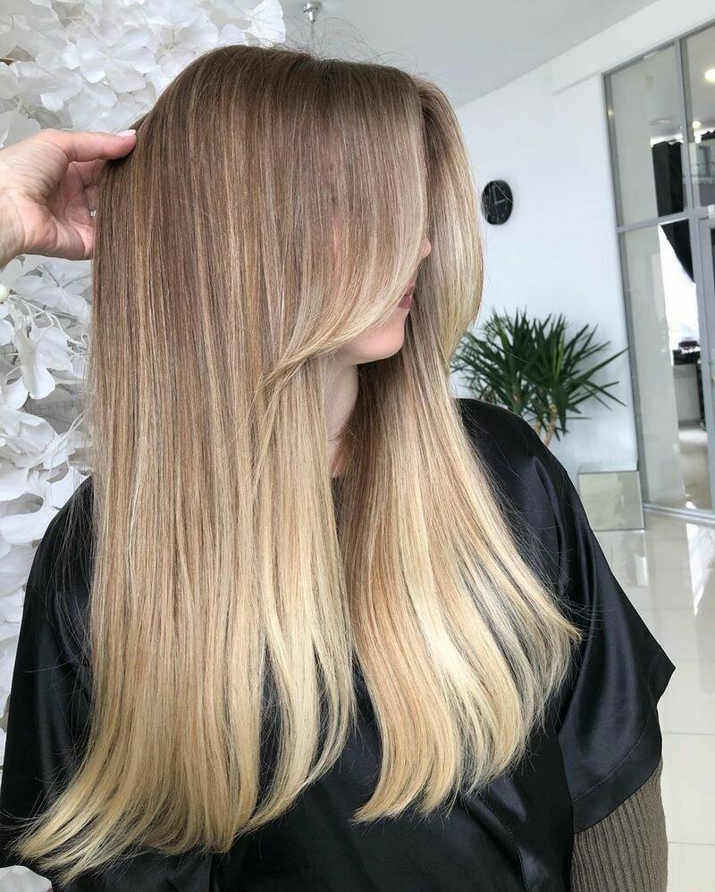 Чрезвычайно женственно выглядят стрижки на длинные волосы 2020: