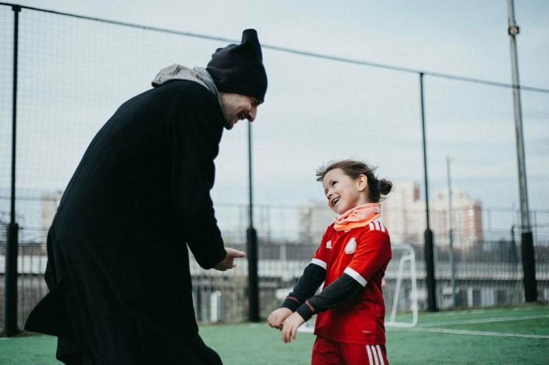 Футбольные тренировки девочек выглядят, например, так. Правда, красиво?