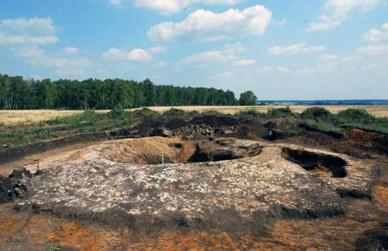 Женские погребения сарматского периода в Кичигино,Южный Урал . Височные кольца сарматов