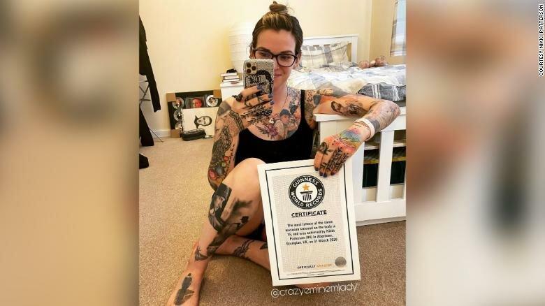 У 35-летней Никки Паттерсон 16 татуированных портретов рэпера Эминема.