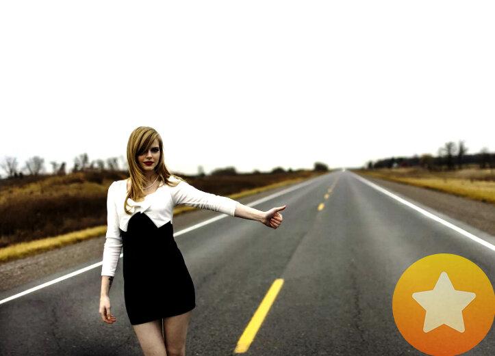 На трассе автостопом подвез женщину без денег. Рассказываю, как она решила оплатить мне за помощь.