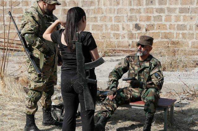 На территории непризнанной Нагорно-Карабахской республики (НКР) начала подготовку первая женская рота Армии обороны.