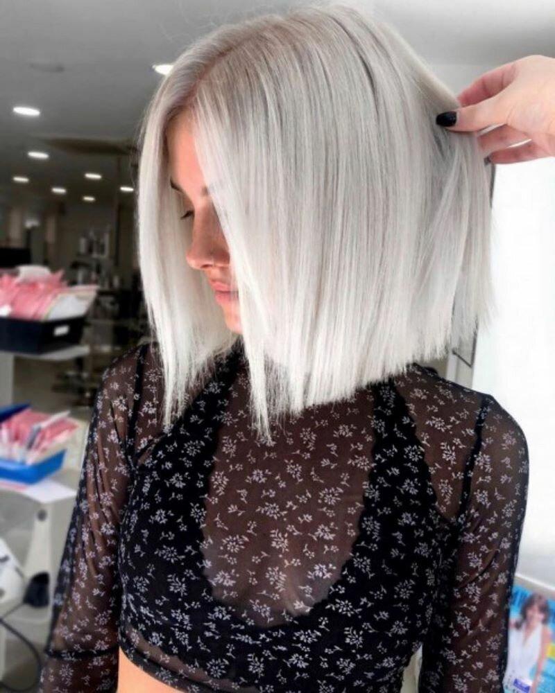 Универсальным решением, которое подойдет многим представительницам прекрасного пола, станут стрижки на средние волосы 2020: