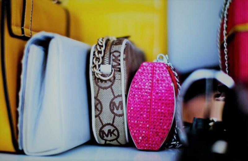 Несколько хороших идей для хранения женских сумок