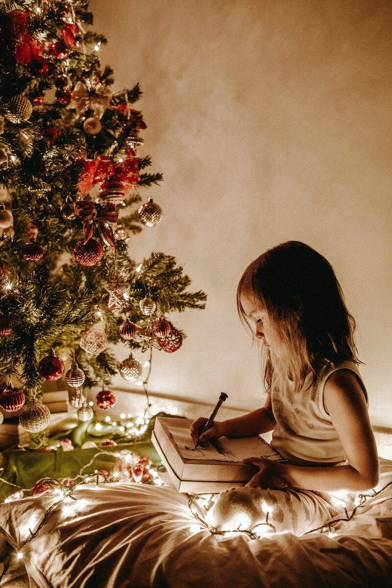 Рассказываем, какую косметику стоит положить в подарочную коробочку на Новый год