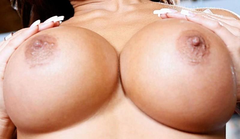 Большая женская обнаженная грудь, крупным планом. #2