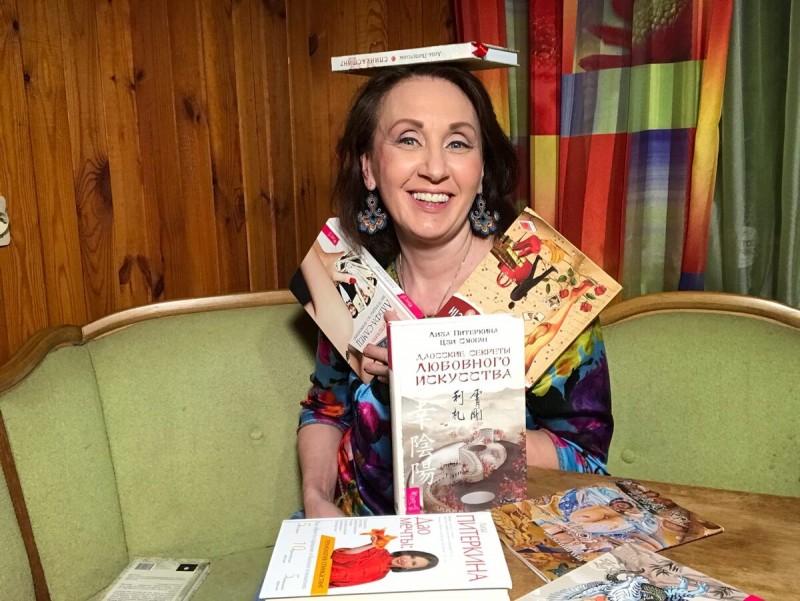Лиза Питеркина - писатель, автор 12 книг об отношениях мужчин и женщин