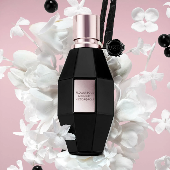 Прекрасный, шлейфовый, комплиментарный и очень стойкий парфюм.