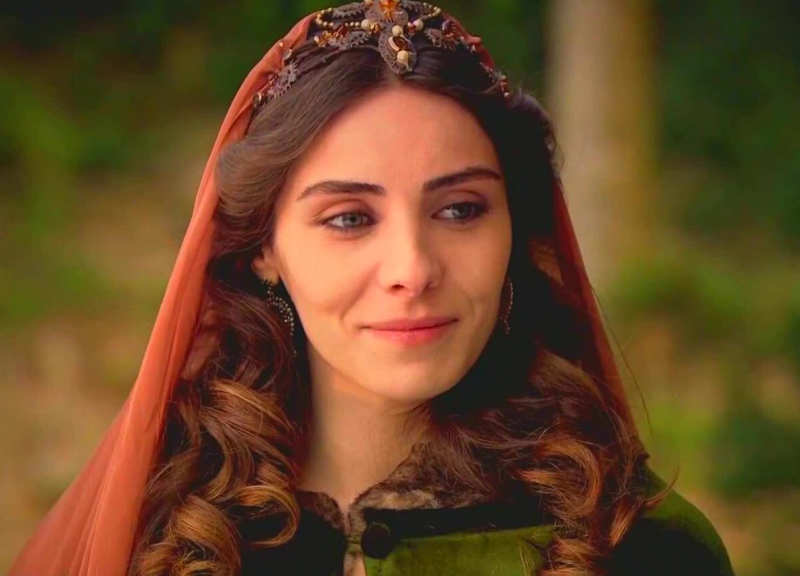 «Парад красоты». Четыре актрисы, сыгравшие Махидевран. Кто лучше справился с ролью?