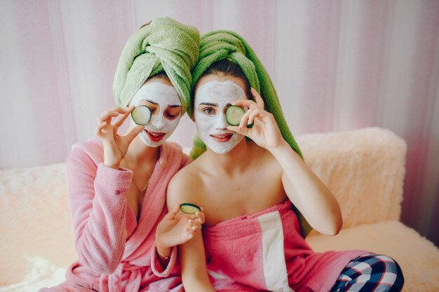 Лучшая уходовая косметика для лица: топ средств по уходу за кожей.
