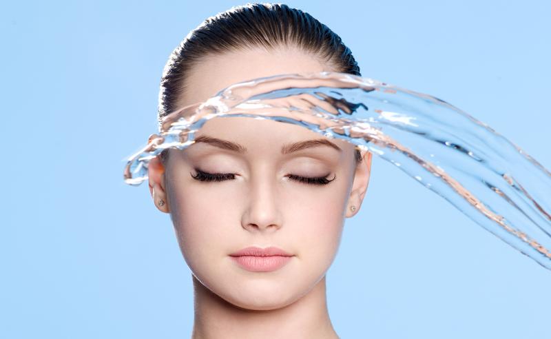 Разбираемся, действительно ли гиалуроновая кислота в уходовой косметике работает