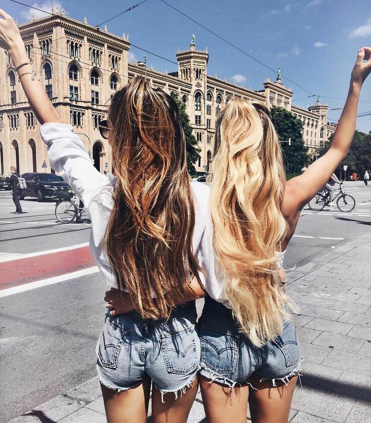 Лучшие подруги покоряют Москву (Фото из Интернета)