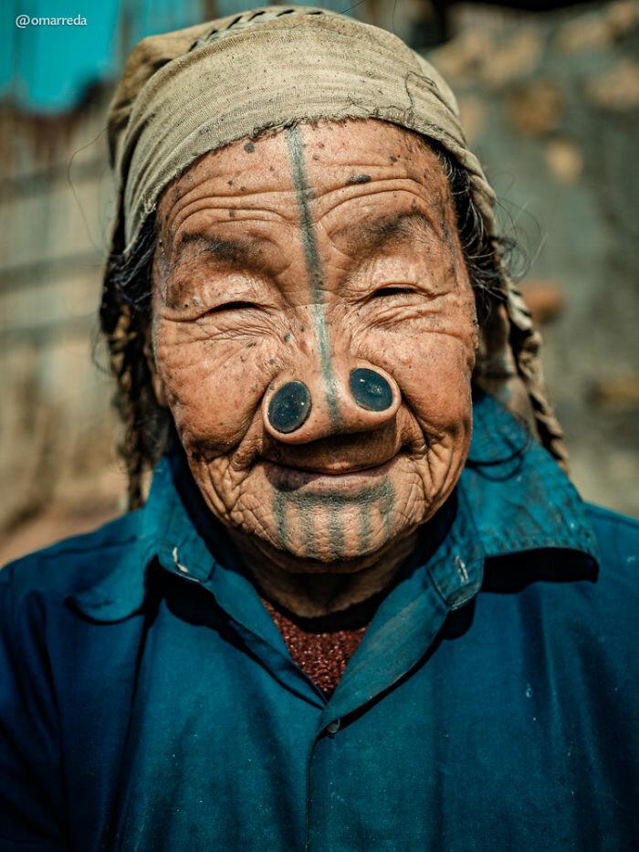 Пробки в носу у народности апатани, Индия [фото из интернета]