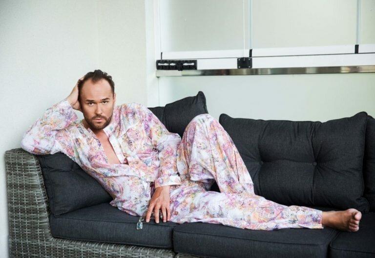 Нет у  него времени на отношения с женщинами. Фото с Яндекс Картинки.