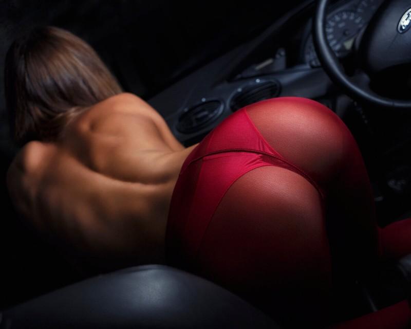 Красивые женские попки в машине