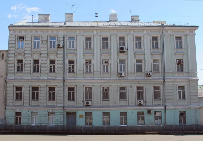 Хорошая причина попросить о дисконте — это низкие окна на первом этаже, через которые прохожим будет видно половину квартиры
