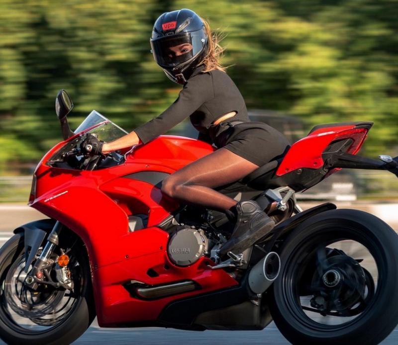 Почему мужчинам нравятся женщина на мотоцикле. Катаюсь на мотоцикле больше 10 лет, рассказываю о своих наблюдениях