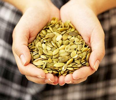 Раскрываем секреты, чем полезны семечки тыквы для женщин