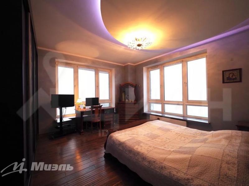 Ракурс из угла помещения делает комнату более интересной и просторной