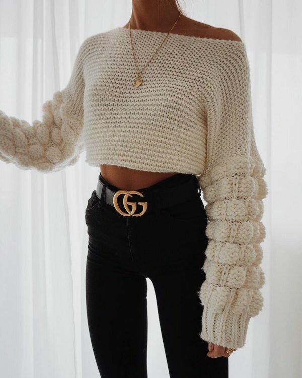 Вязаный свитер с оригинальным рукавом