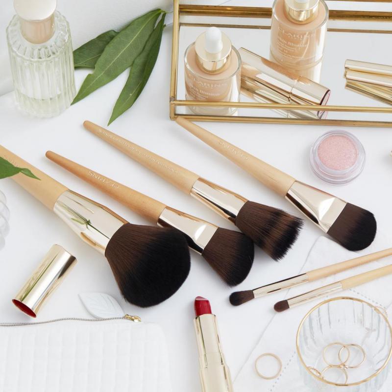Кисти для макияжа с эргономичной деревянной ручкой и невероятно нежным мягким ворсом