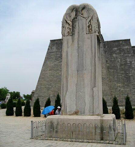 Мавзолей, где похоронена У Цзэтянь