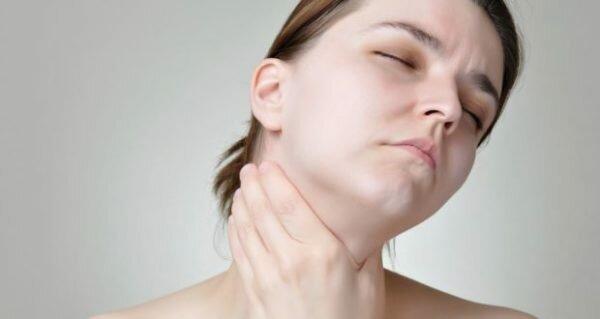 Лечение узлов щитовидной железы у женщин: медикаментами и народными средствами