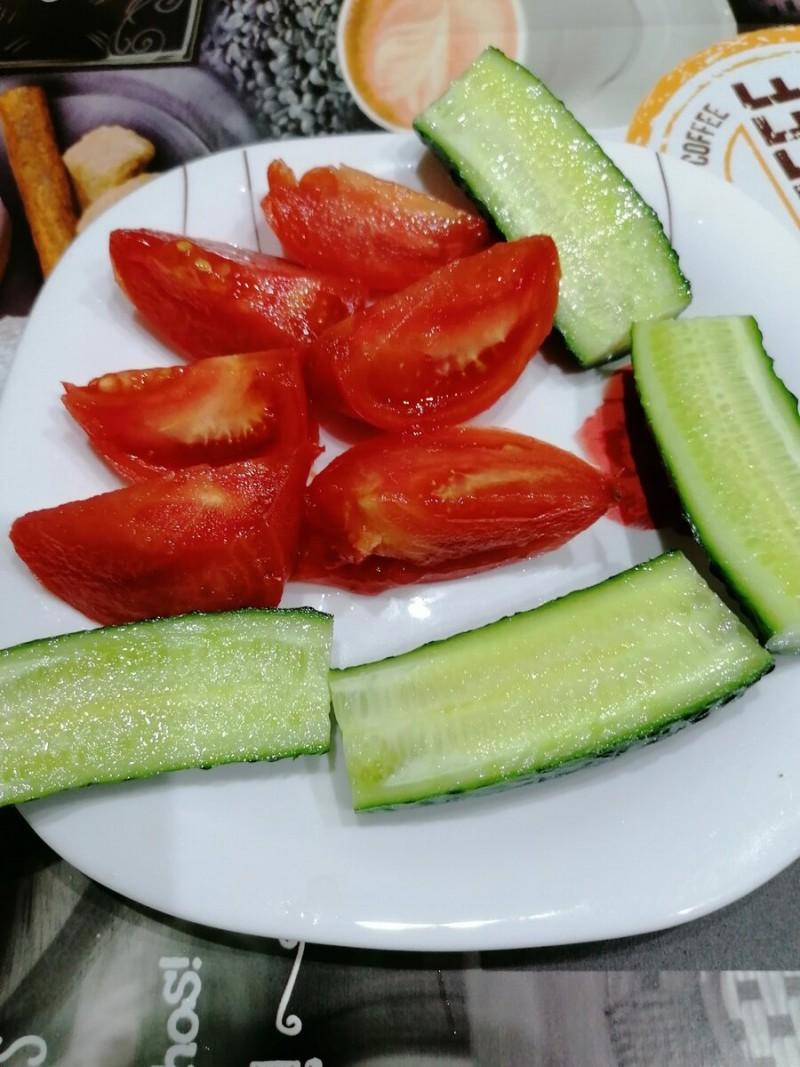 Свежие овощи.