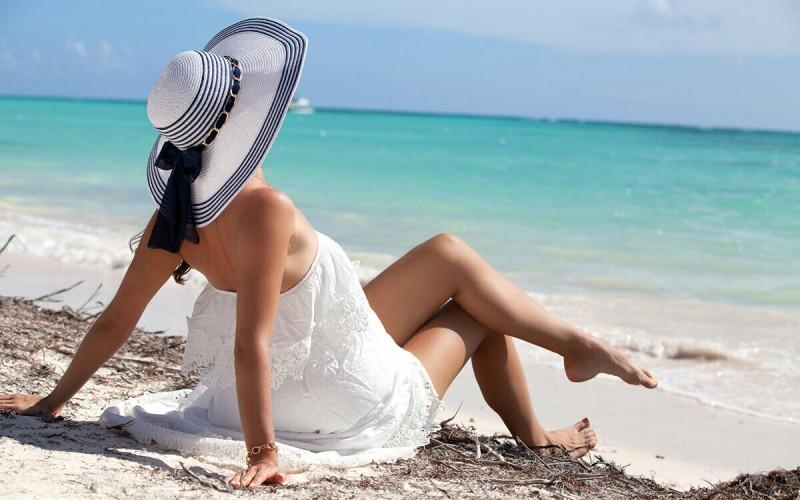 Топ-10 женских ароматов для отдыха на морском побережье