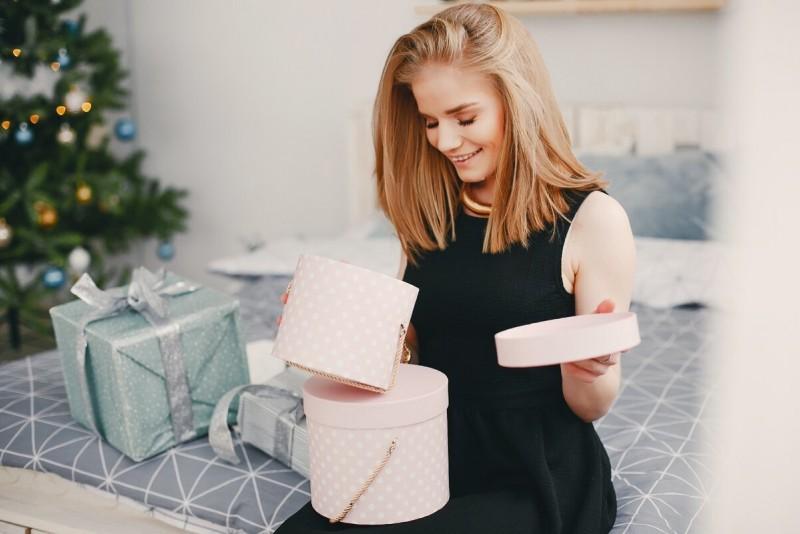 Идеи подарков на Новый год на все случаи жизни для женщин