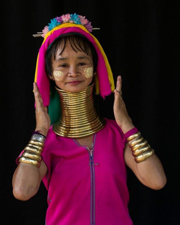 Кольца на шее у женщины из племени Падаунг [фото из интернета]