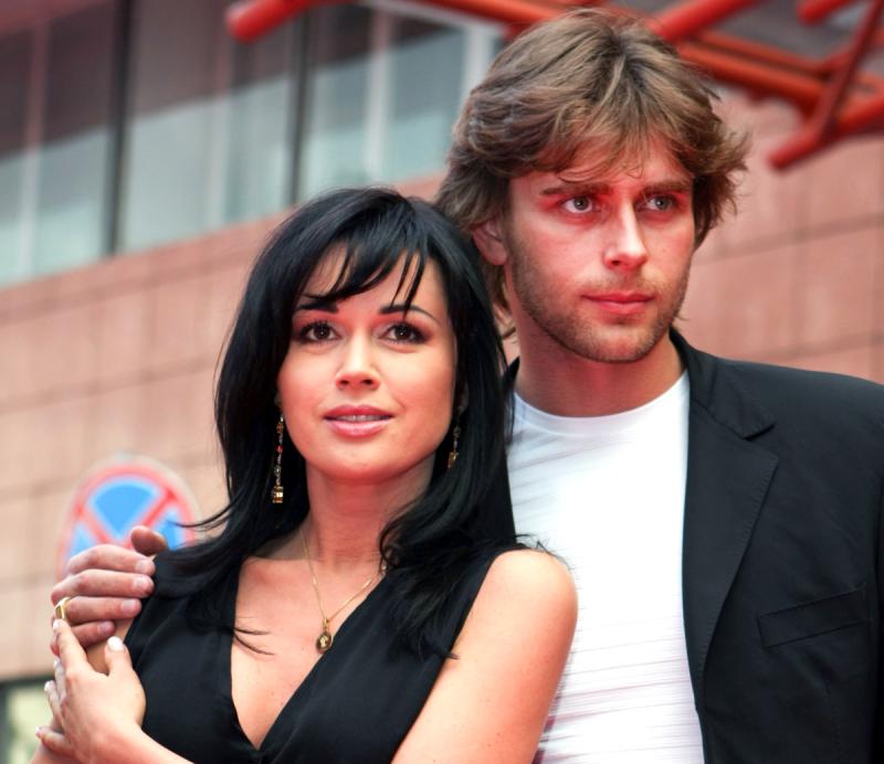 Муж Заворотнюк сильно похудел за 2 года болезни своей жены: видео выложила Татьяна Навка, состояние здоровья Анастасии