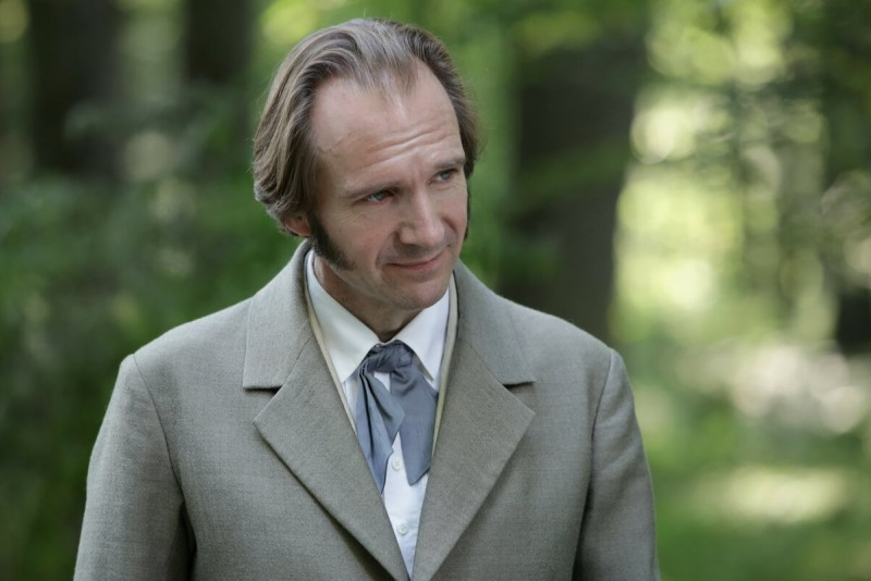 Райф Файнс в роли Ракитина.