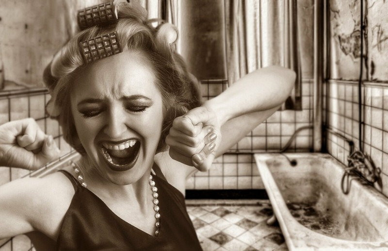 Женские истерики. Кто виноват: мужчина или женщина и что делать?